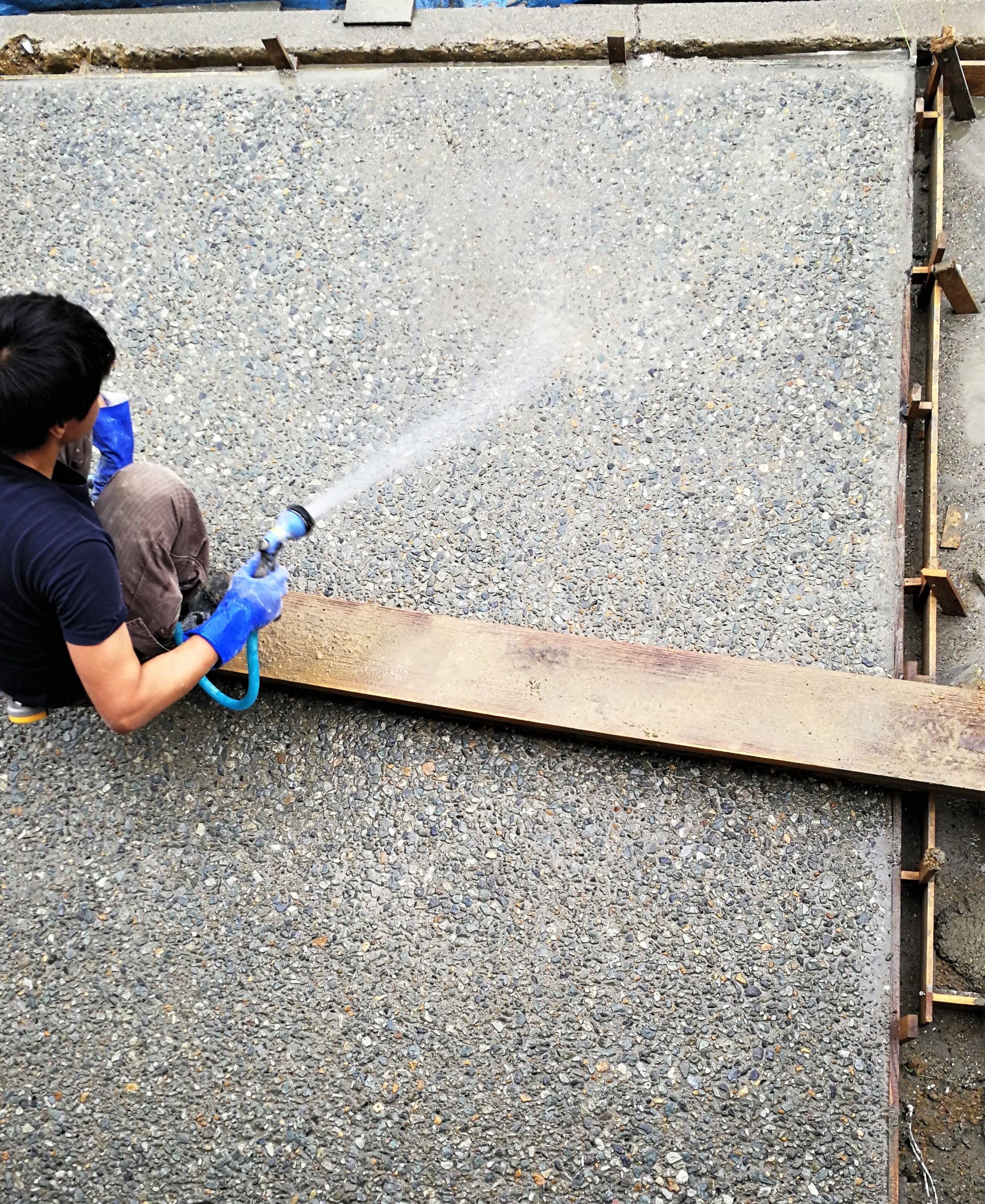 コンクリート洗い出し