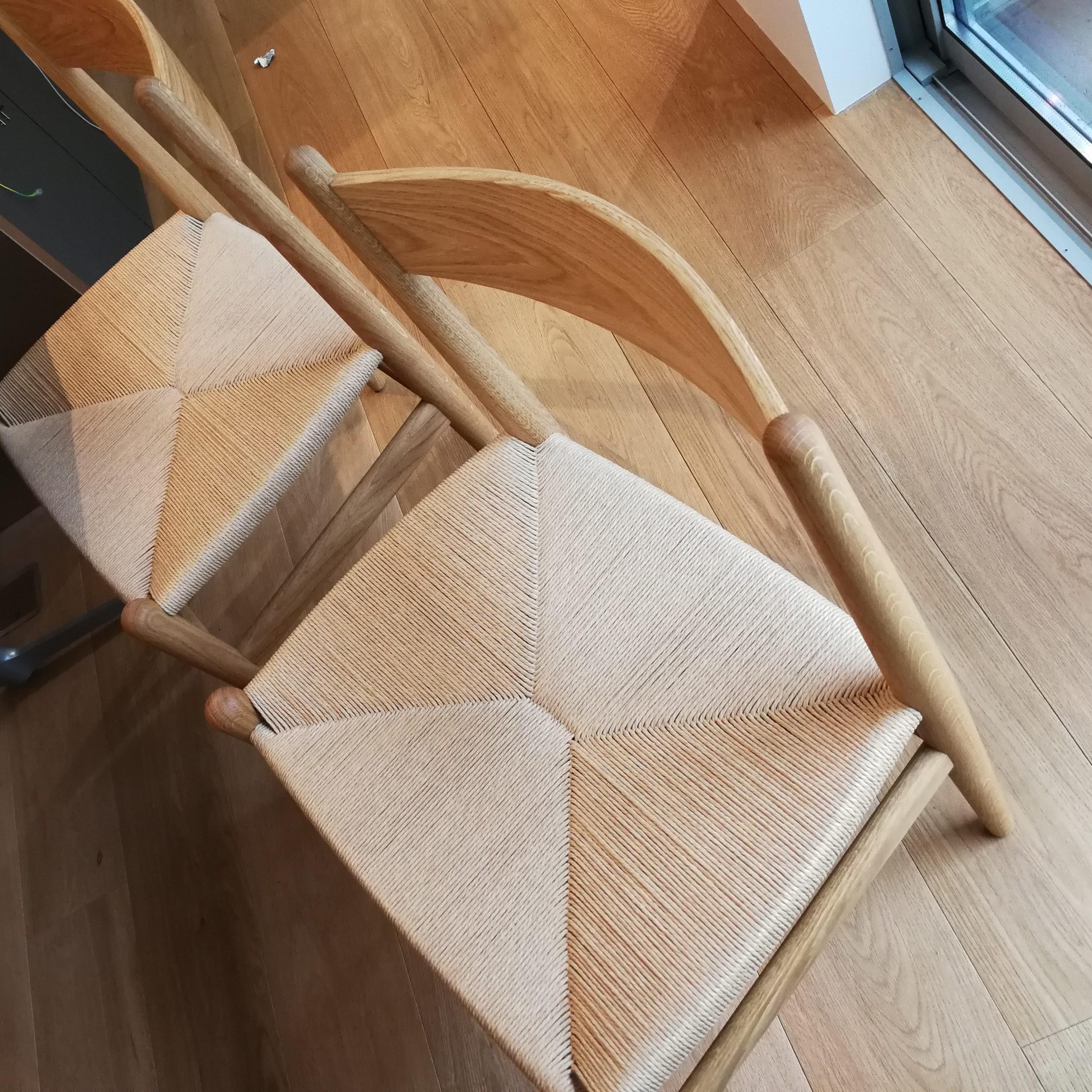 新しい住まいの新しい椅子
